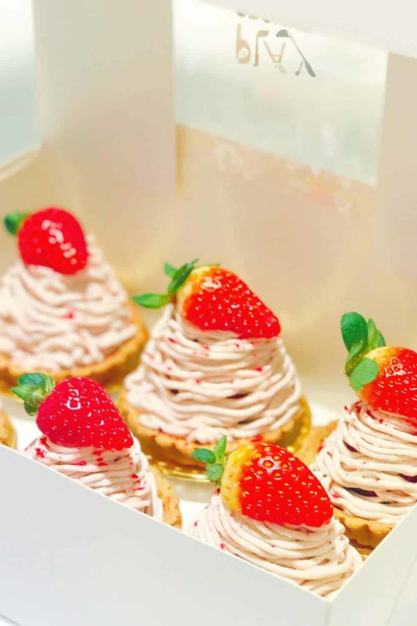Bread-Cloud-Eva-Chan-Strawberry-Mont-Blanc-1-1000