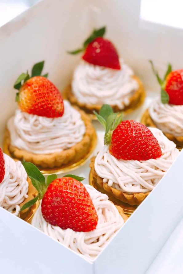 Bread-Cloud-Eva-Chan-Strawberry-Mont-Blanc-3-1000