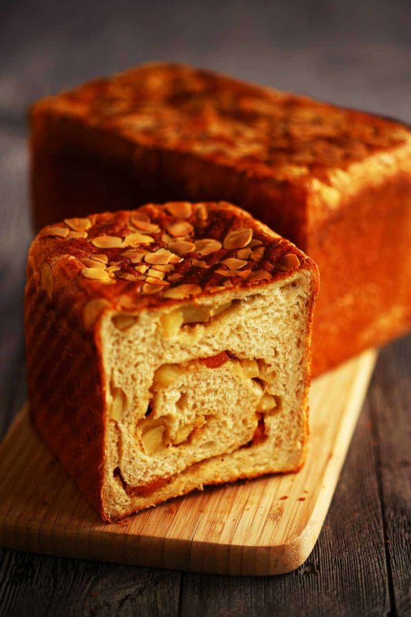 Bread-Cloud-Studio-Apple-Halzelnut-Toast-9638-c-1000