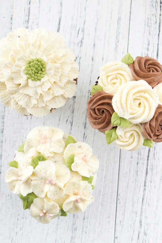 Bread-Cloud-Studio-Class-Floral-Buttercream-cupcake-3-r-edit