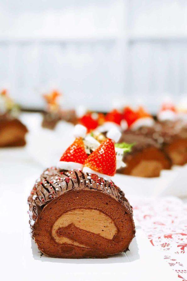 Bread-Cloud-Studio-Eva-Chan-Christmas-Chocolate-Roll-Cake-Noel-2-web