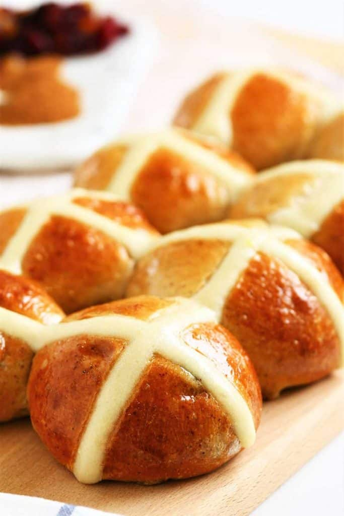 Bread-cloud-easter-hot-cross-bun-4930